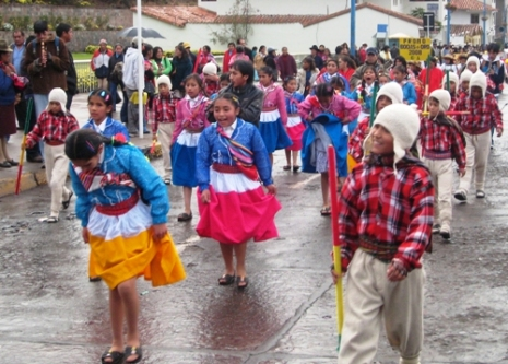 Children defile - Cuzco, October 2008