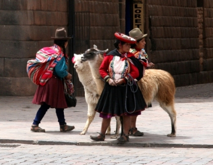 Women with lamas - Cuzco, October 2008
