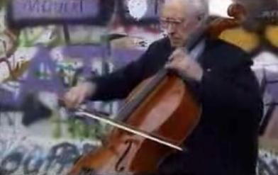 Mstislav Rostropovich at the Berlin Wall — November 11, 1989